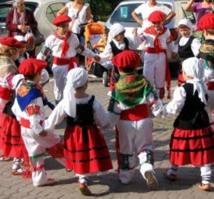 baztan 1 dantzari txiki Grupo Bera.JPG